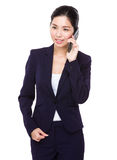 Asian businesswoman talk to cellphone Royalty Free Stock Photos