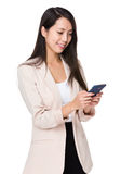 Asian businesswoman use of smartphone Royalty Free Stock Photos