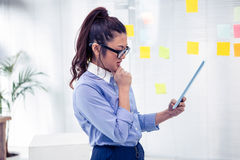 Asian businesswoman using tablet Royalty Free Stock Photos