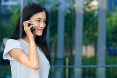 Asian busisness woman cellphone Royalty Free Stock Photography