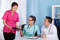 Asian and caucasian doctors during job Royalty Free Stock Images