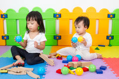 Asian Chinese childrens playing with blocks Royalty Free Stock Photos