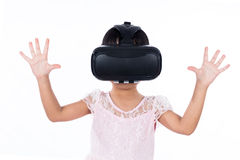 Asian Chinese little girl experiencing virtual reality Royalty Free Stock Photos