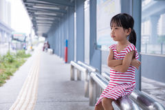 Asian Chinese little girl waiting for a bus Royalty Free Stock Photos