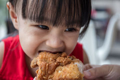 Asian Chinese mother and daughter eating fried chicken Royalty Free Stock Photos