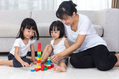 Asian Chinese mother and daughter playing blocks on the floor Stock Photography