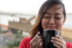 asian coffee drinking girl Στοκ Φωτογραφίες