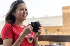 asian coffee drinking girl Στοκ Φωτογραφία