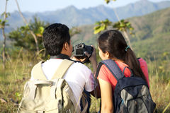 Asian couple backpackers Royalty Free Stock Images