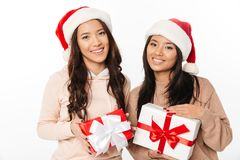 Free Asian Cute Ladies Sisters Wearing Christmas Santa Hats Royalty Free Stock Photos - 108185518