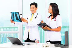 Asian doctor and nurse in surgery Royalty Free Stock Photos