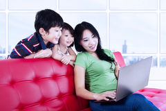 Asian family browsing the internet Royalty Free Stock Photos