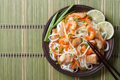 Asian food: rice noodles with chicken, shrimp and vegetables Royalty Free Stock Photography