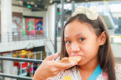 Asian girl child eat pizza Stock Photos
