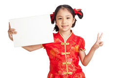 Asian girl in chinese cheongsam dress with blank sign Royalty Free Stock Photo