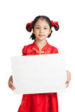 Asian girl in chinese cheongsam dress with blank sign Royalty Free Stock Photography