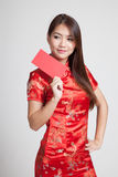 Asian girl in chinese cheongsam dress with red envelope Stock Photo