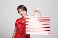 Asian girl in chinese cheongsam dress with shopping bag Stock Photos
