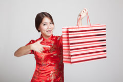 Asian girl in chinese cheongsam dress with shopping bag Royalty Free Stock Photo