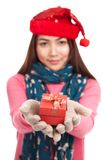 Asian girl with christmas hat and gift box focus at the box Royalty Free Stock Photos