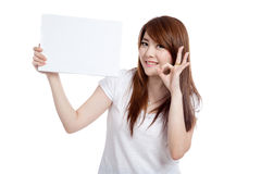 Asian girl hold blank sign show OK sign Royalty Free Stock Photography