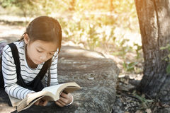 Asian girl reading a book on the park Royalty Free Stock Photography