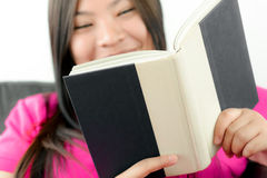 Asian girl reading book Royalty Free Stock Photography