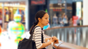 Asian girl in shopping mall Stock Photography