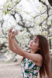 Asian girl taking pictures Royalty Free Stock Photos