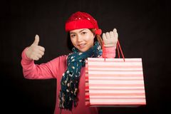 Asian girl  thumbs up with christmas hat and shopping bag Royalty Free Stock Photography