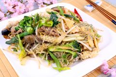 Asian glass noodles with rice, meat and vegetables Royalty Free Stock Photography