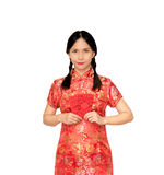 Asian lady in red  cheongsam suit  holding red envelope or Ang-p Stock Photography