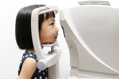 Asian Little Chinese Girl Doing Eyes Examination Through Auto re Royalty Free Stock Image