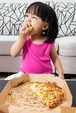 Asian Little Chinese Girl Eating Pizza Royalty Free Stock Photos