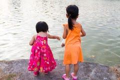 Asian Little Chinese Girls Feeding Fish Royalty Free Stock Photos