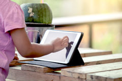 Asian little girl is playing ipad tablet Royalty Free Stock Photography
