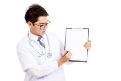 Asian male doctor write on blank paper on clipboard Stock Photography