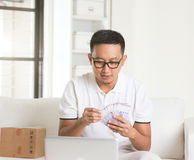 Asian man earning cash Royalty Free Stock Images