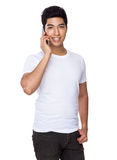 Asian man talk to cellphone Royalty Free Stock Photos