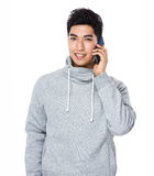 Asian man talk to cellphone Royalty Free Stock Photos