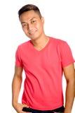 Asian masculino na parte superior vermelha ocasional fotografia de stock