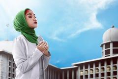 Asian muslim woman praying Royalty Free Stock Images
