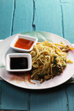 Asian noodles with chicken and sauces Royalty Free Stock Photos