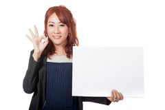 Asian office girl happy show a blank sign and OK sign with her h Royalty Free Stock Photos