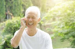 Asian old man on the phone Royalty Free Stock Photography