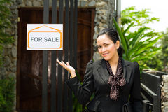 Asian Realtor presenting a new home Royalty Free Stock Photos