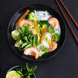 Asian rice noodle, shrimps and vegetable soup in bowl Royalty Free Stock Photography