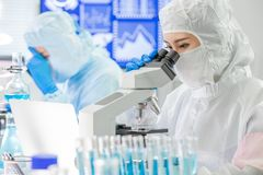 Free Asian Scientist Use Microscope Stock Photography - 163045432