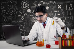 Asian scientist working in laboratory Royalty Free Stock Photos