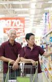 Asian senior couple shopping at supermarket Royalty Free Stock Photos